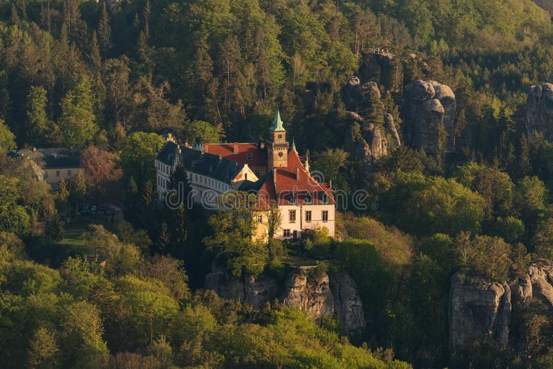 Chateau Hruba Skala in böhmischem Paradise Luftschu? stockfotos