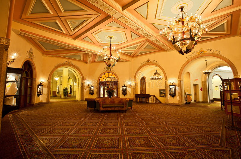 chateau Lake Louise royaltyfria bilder