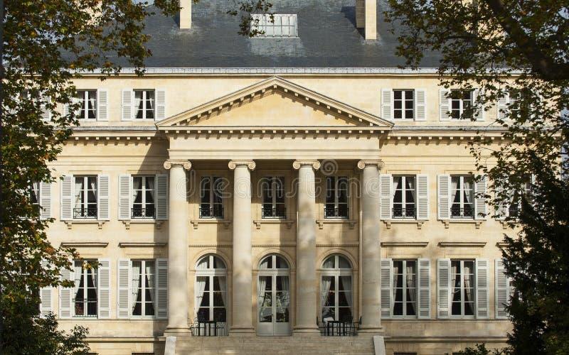 Chateau Margaux, Bordeaux vingård, sikt från den huvudsakliga offentliga gatan arkivbild