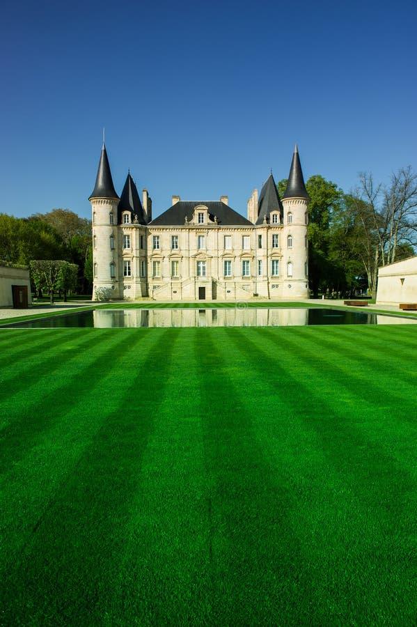 Chateau Pichon Longueville is een beroemd wijnlandgoed van Bordeaux stock foto's