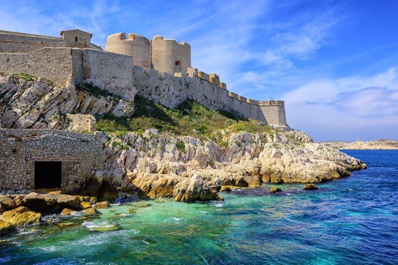 Chateaud'Ifslott på en ö i Marseilles, Frankrike royaltyfria bilder