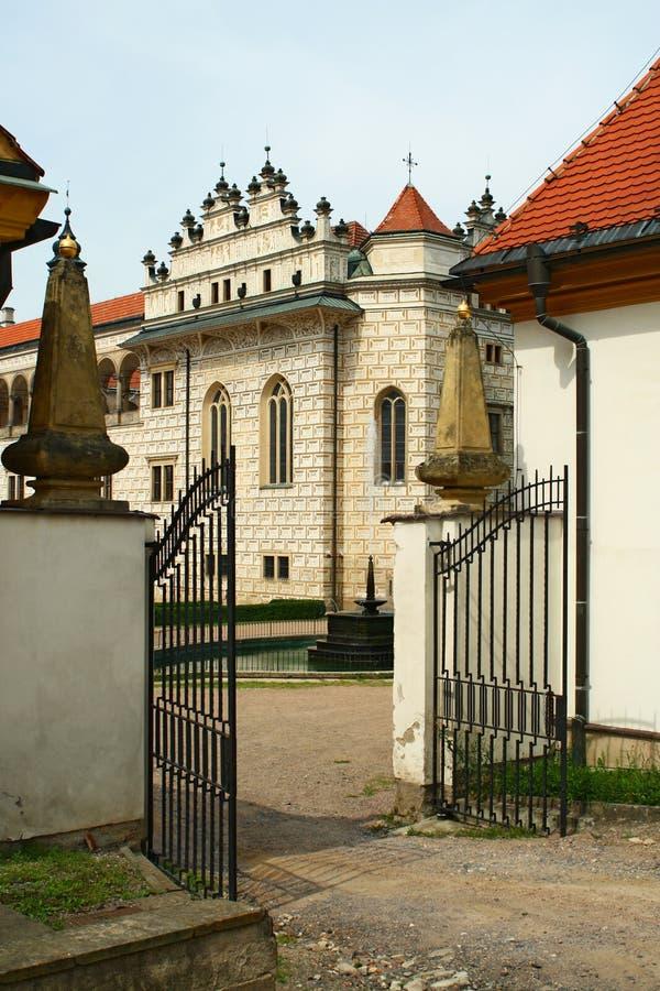 Chateaueingangsgatter lizenzfreies stockbild