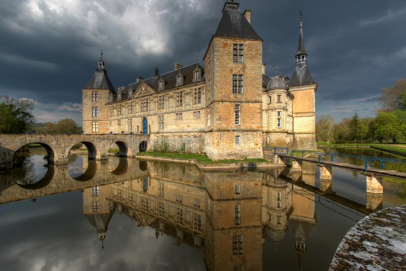chateauen de france för 01 burgundy befläcker royaltyfria foton