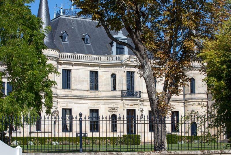 Chateauen Palmer är en vinodling i Margaux originecontroleen för benämningen Det 'av den Bordeaux regionen av Frankrike arkivfoto
