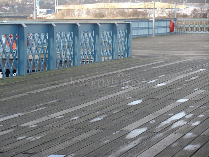 Chatham-Pier, den Fluss Medway übersehend lizenzfreies stockbild
