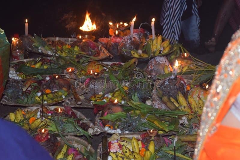 Chatt pooja w India z płomieniem fotografia royalty free