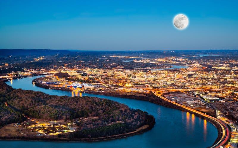Chattanooga céntrica en la noche fotografía de archivo