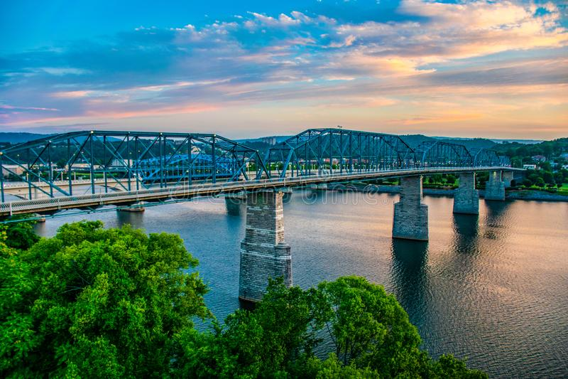 Chattanooga do centro Tennessee e Tennessee River TN fotografia de stock