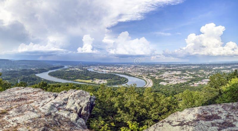 Chattanooga på Tennessee River royaltyfri foto