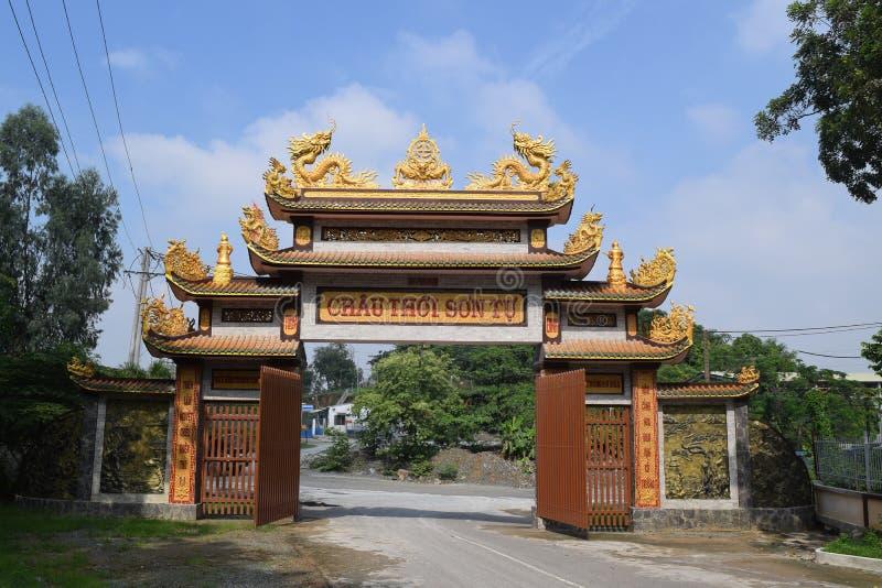 Chau Thoi wejściowa świątynia w Binh Duong prowinci, Wietnam zdjęcia stock