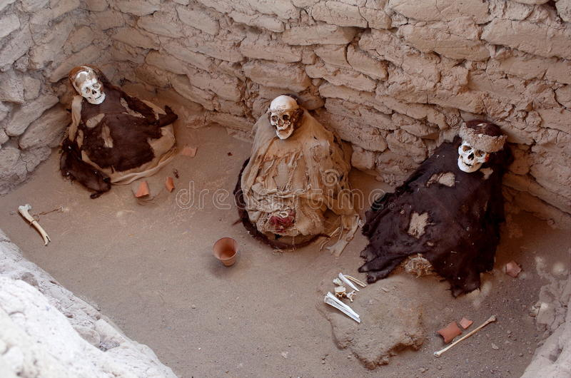 Chauchilla公墓的三个妈咪 免版税库存照片