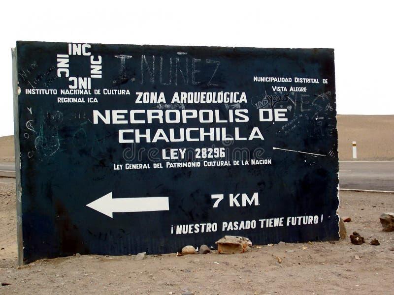 Chauchilla Kyrkogård Nekropol de Chauchilla vägmärke nära Nazca, Peru arkivfoton