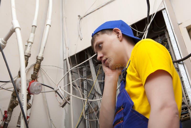 Chaudière de chauffage de Working On Central de plombier photographie stock