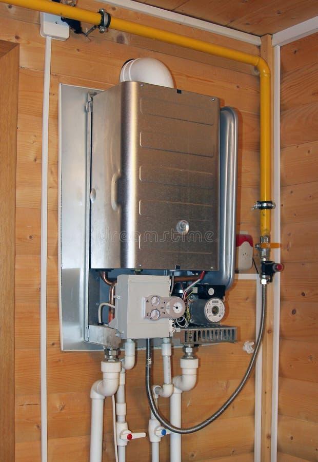 Chaudière de gaz sous la réparation photo stock