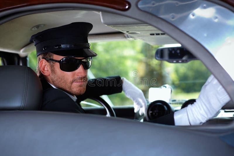Chaufför i elegant bil royaltyfria foton