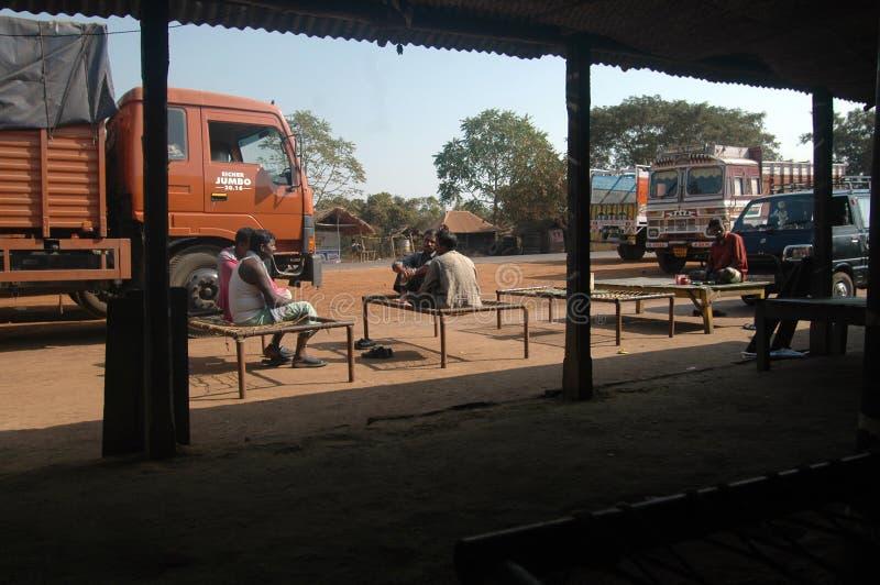 chaufförindia rest som tar lastbilen royaltyfri fotografi