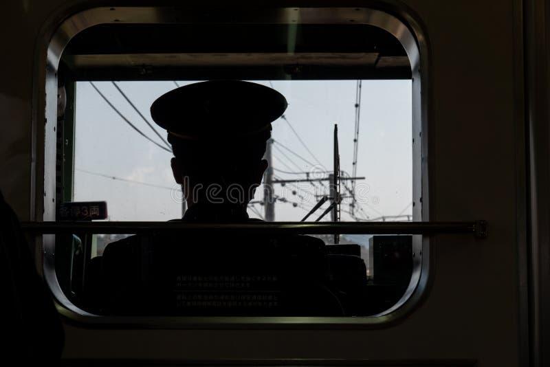 Chaufförsikt av järnvägen i japanskt, drevledare arkivfoto
