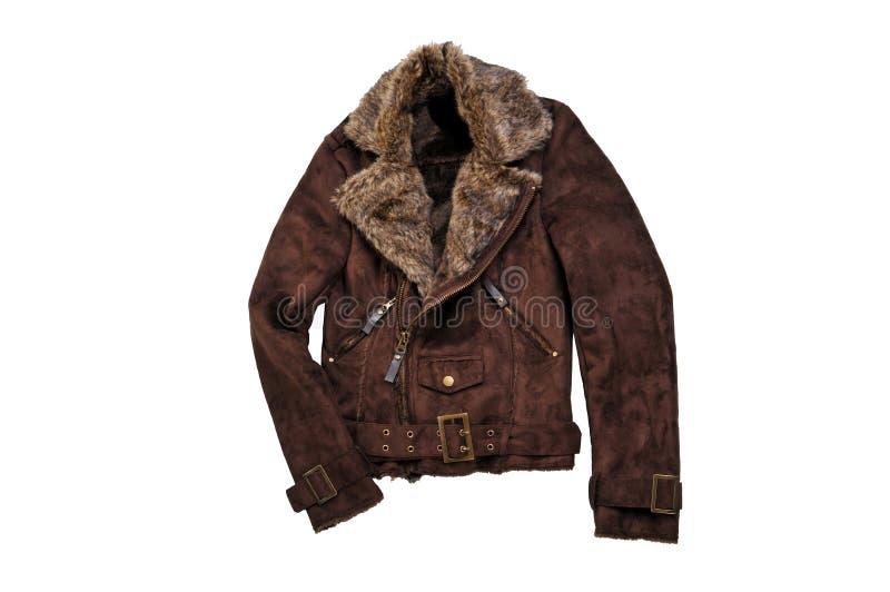 Chauffez le manteau brun d'hiver de shearling d'isolement sur le blanc Jacke occasionnel photo stock