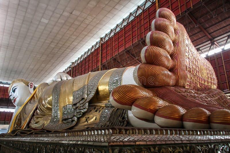 Chaukhtatgyi Buddha świątynia, opiera Buddha, Yangon, Myanmar fotografia royalty free