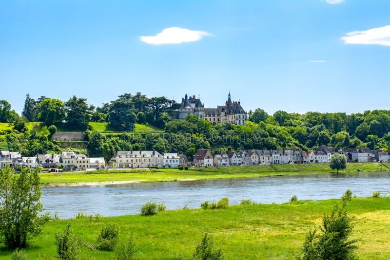 Chaumont-sur-Loirekasteel over de Loire-rivier, Frankrijk royalty-vrije stock fotografie