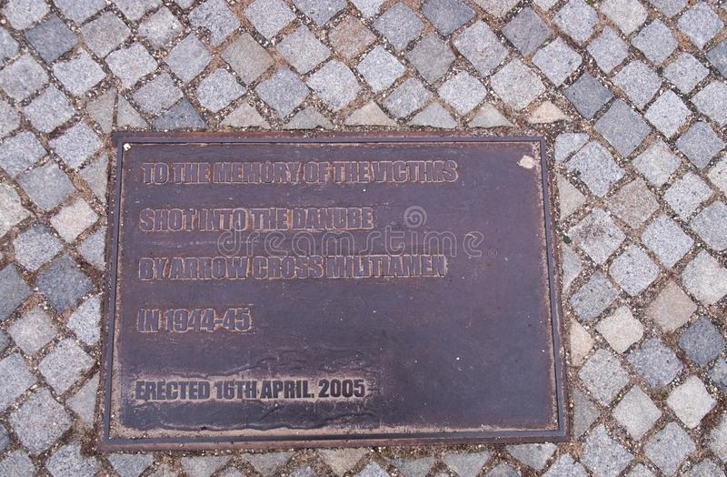 Chausse le monument sur la banque de Danube Budapest photographie stock