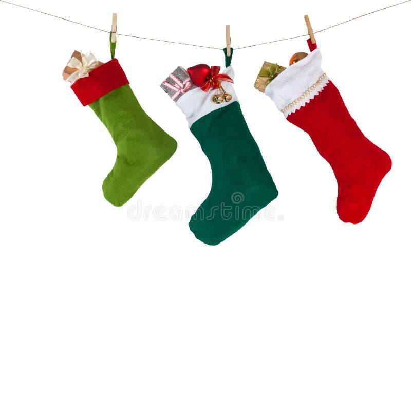 Chaussettes de Noël accrochant sur la corde avec photo libre de droits
