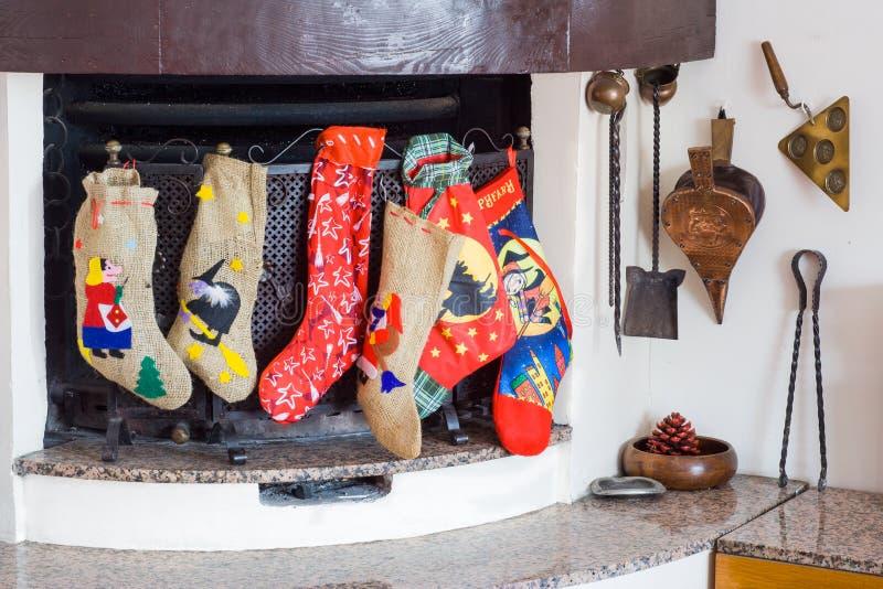 Chaussettes de sorcière de cheminée dans ephiphany photographie stock libre de droits