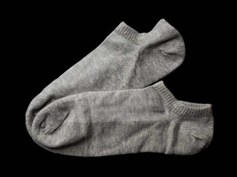 Chaussettes grises sur le fond noir images stock
