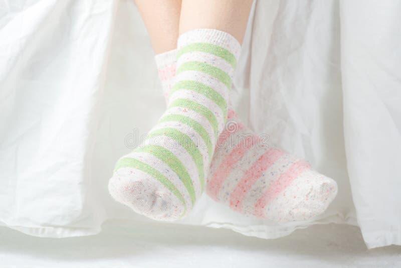 Chaussettes non appariées images libres de droits
