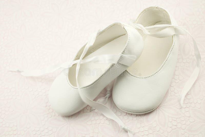 chaussons d'enfant en bas âge de ballet images libres de droits