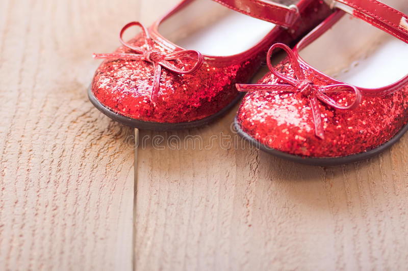 Chaussons rouges images stock