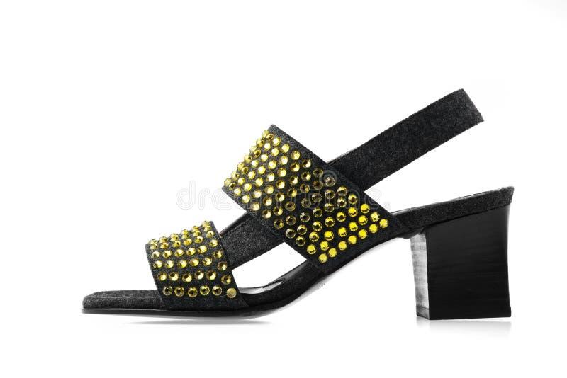 Chaussure de mode de femme avec la décoration jaune de cristaux photographie stock