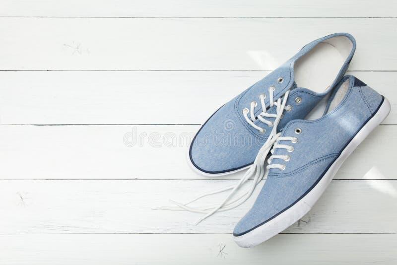 Chaussure occasionnelle d'espadrilles, denim de mode Copiez l'espace pour le texte images libres de droits