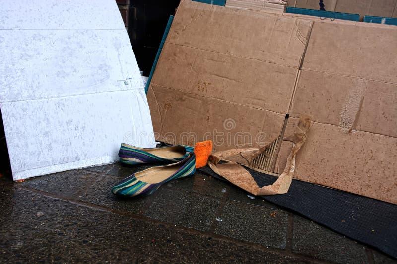 Chaussures abandonn?es homelessness photographie stock libre de droits