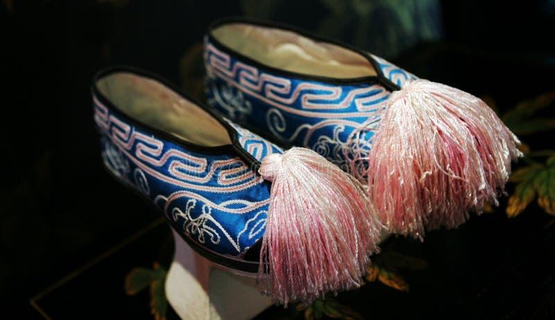 Chaussures asiatiques bleues et roses photographie stock libre de droits