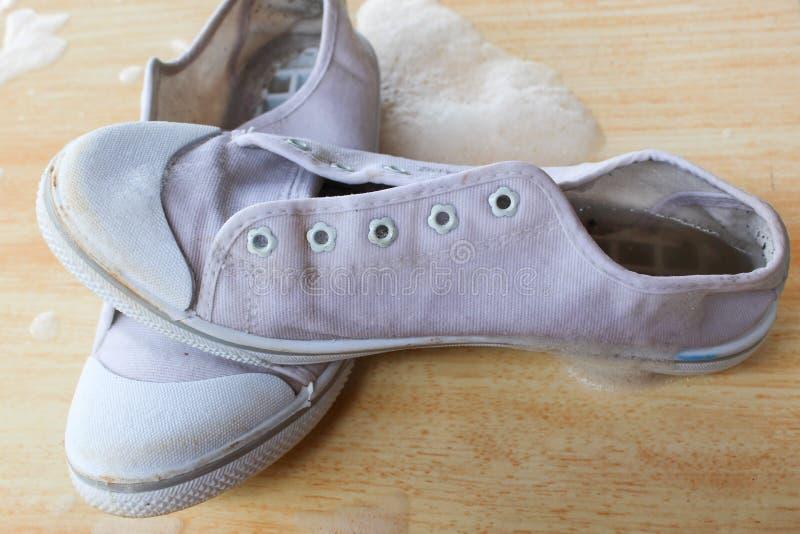 Chaussures avec écumer image libre de droits