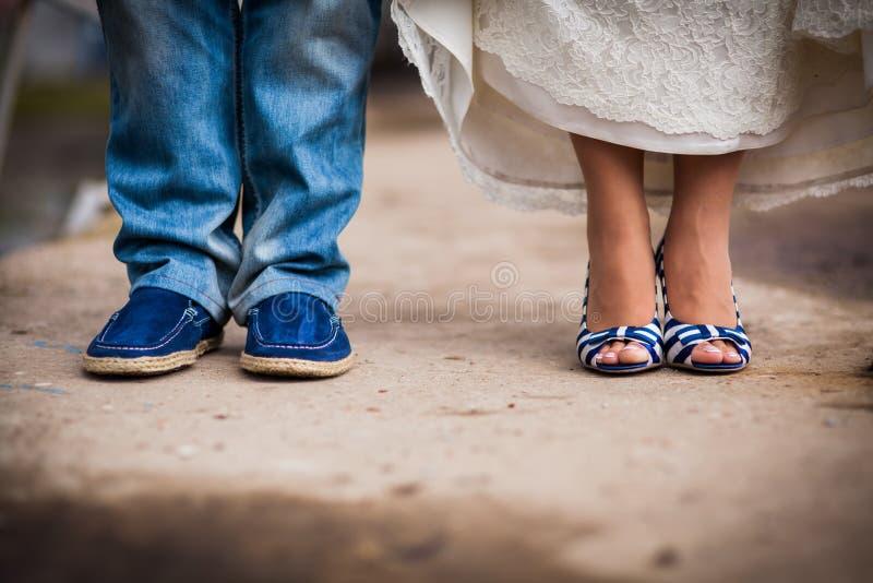 Chaussures bleues de mariage photo libre de droits