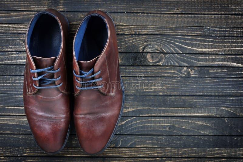 Download Chaussures D'affaires Sur Le Plancher Photo stock - Image du path, copie: 76080700