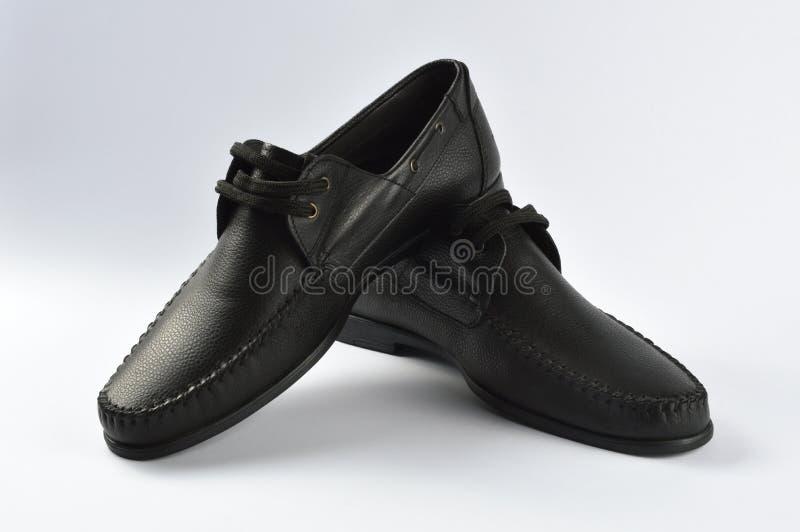 Chaussures d'homme d'isolement sur le blanc images stock