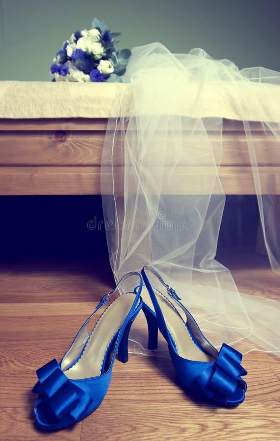 Chaussures de bouquet et de mariée de mariage photo libre de droits