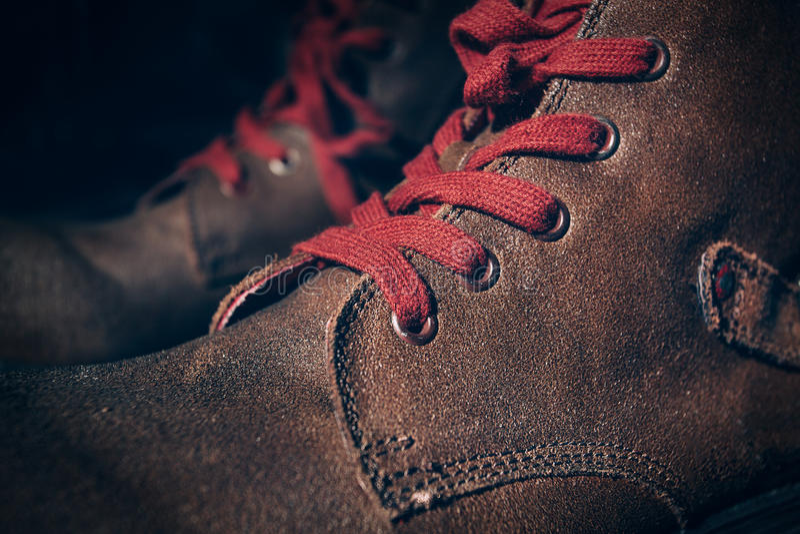 Chaussures de Brown avec la dentelle photographie stock libre de droits