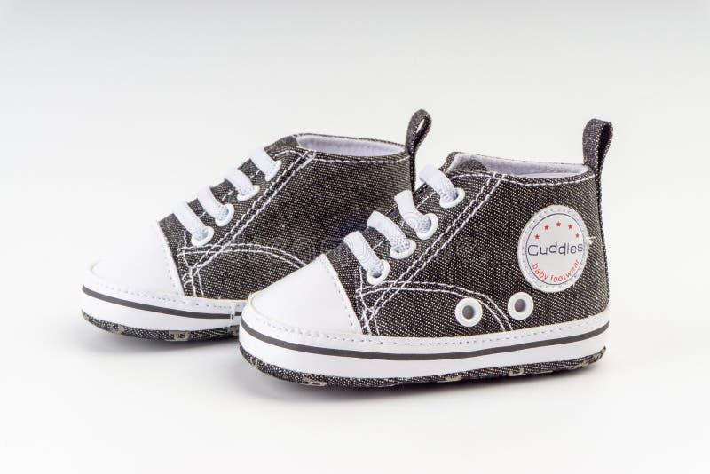 Chaussures de ch?ri sur le fond blanc photo stock