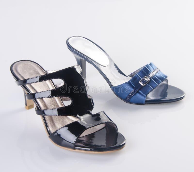 Chaussures, chaussures de dames sur le fond photos libres de droits