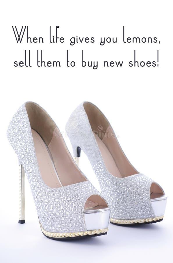 Chaussures de fausse pierre de talon haut avec le texte drôle d'énonciation image libre de droits