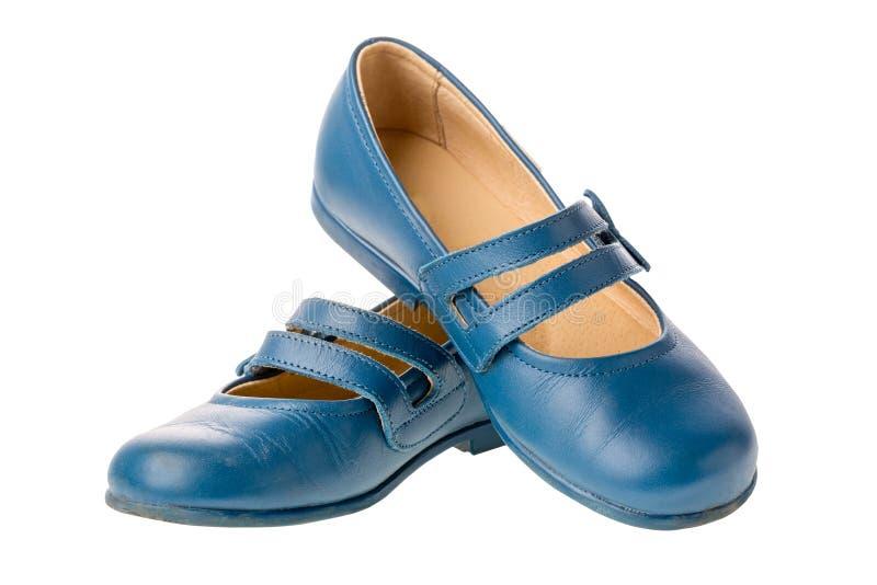 Chaussures en cuir d'enfants bleus pour des filles d'isolement sur le fond blanc photos libres de droits