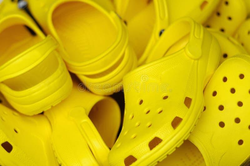 chaussures en plastique jaunes de plage image stock. Black Bedroom Furniture Sets. Home Design Ideas