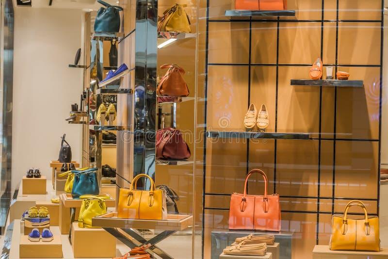 Chaussures et sacs de mode photographie stock