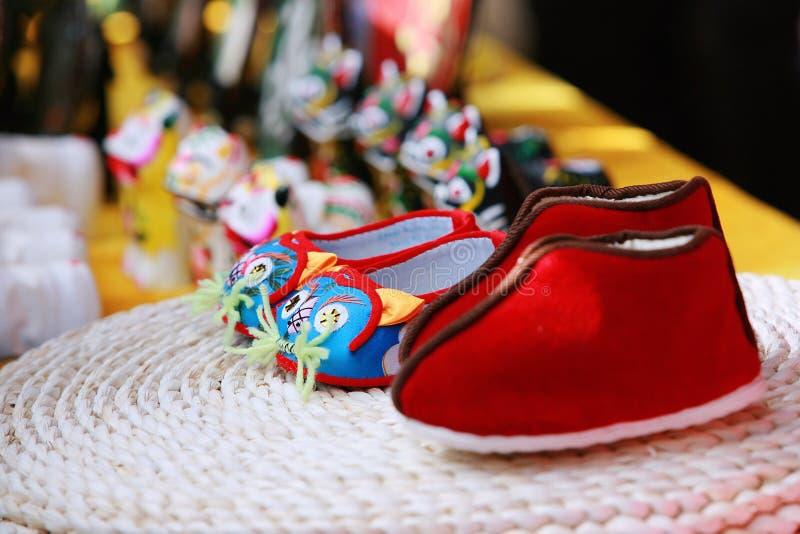 Chaussures faites main de coton photographie stock libre de droits