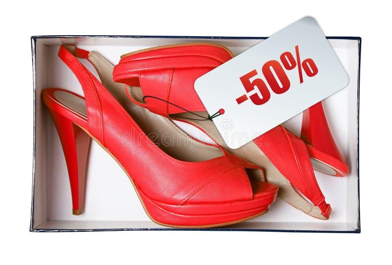 Chaussures femelles rouges avec le prix à payer dans le cadre images libres de droits