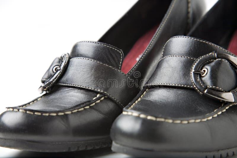 Chaussures noires de haut talon photographie stock libre de droits